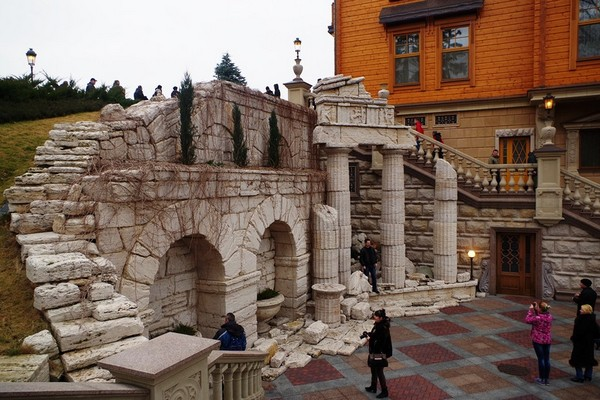 Ландшафтная архитектура в резиденции Межигорье. Источник фото: interesniy-kiev.livejournal.com