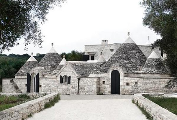 Наполовину оригинальный дом-крепость в Италии