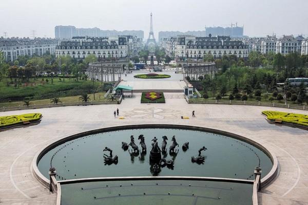 Город-призрак Тяньдучэн - Китайский Париж. Источник фото: businessweek.com