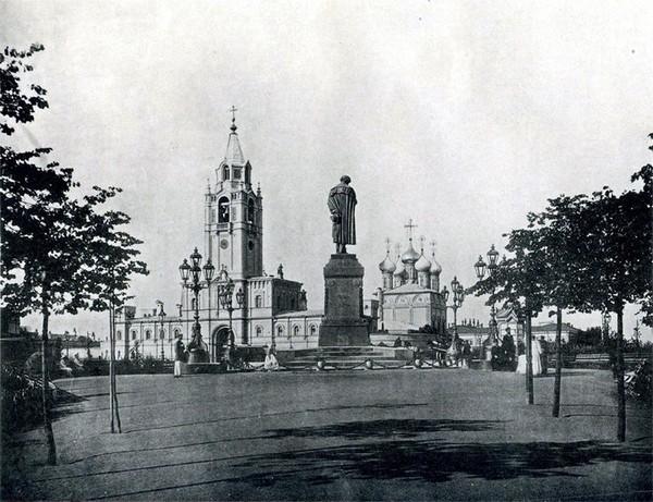 Памятник Пушкину перед Страстным монастырем. Источник фото: pulson.ru
