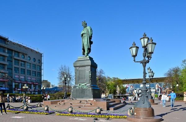 Памятник Пушкину на Пушкинской площади. Источник фото: serge-elephant.livejournal.com