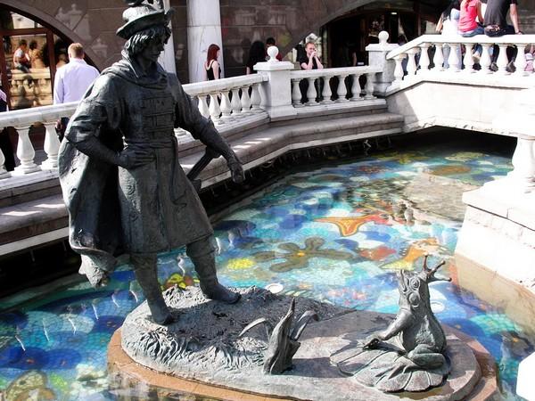 Сказочные скульптуры от Зураба Церетели.  Источник фото: progulyaemsya.ru
