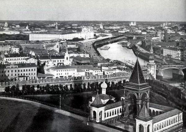 Вид на Зарядье с высоты колокольни Ивана Великого. Источник фото: Википедия