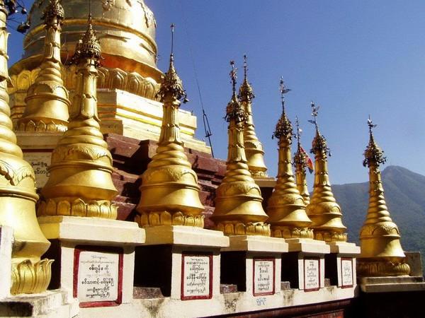 Монастырь Таунг Калат в Мьянме. Источник фото: duskyswondersite.com