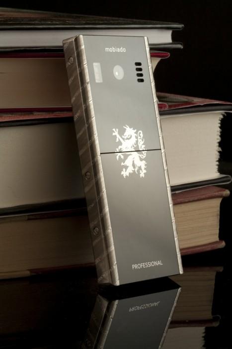 Mobiado 105 Damascus – мобильный телефон от традиционной мануфактуры