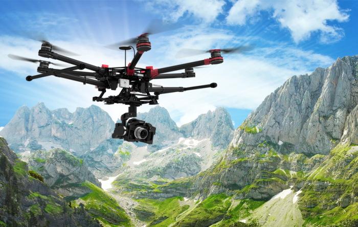 Гексакоптер DJI Spreading Wings S900 в полете с фотоаппаратом
