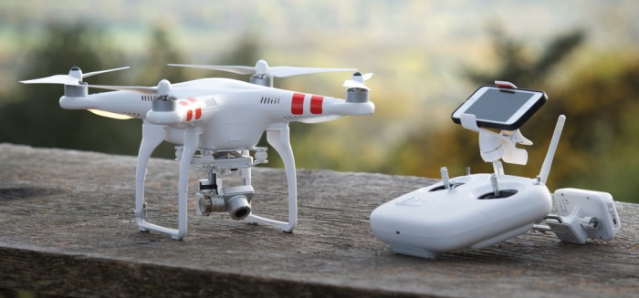 Камера квадрокоптера DJI Phantom 2 Vision+ и его пульт управления
