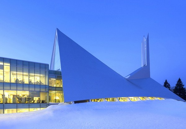 Monique-Corriveau Library – библиотека в модерной церкви в Квебеке. Источник фото: dezeen.com