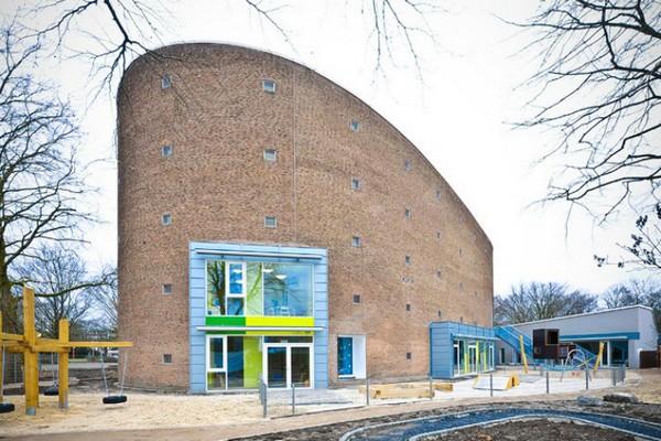 Детский сад в бывшей церкви. Источник фото: bolles-wilson.com