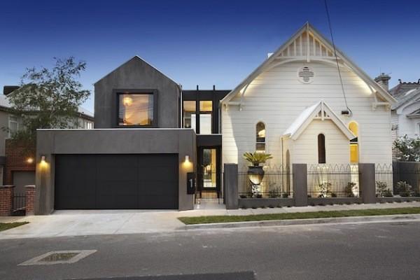 Церковь с гаражом и бассейном в Австралии. Источник фото: onekindesign.com