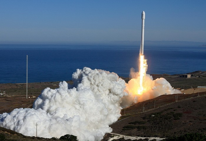 Старт ракеты Falcon 9 от SpaceX