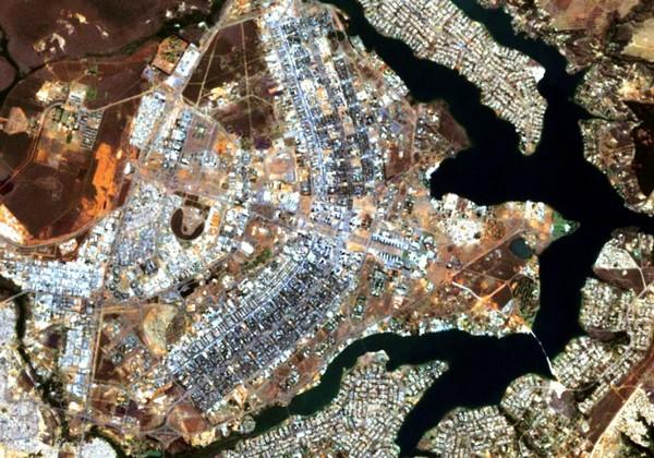 Общий план города Бразилии. Вид с самолета. Источник фото: blog.wimdu.com