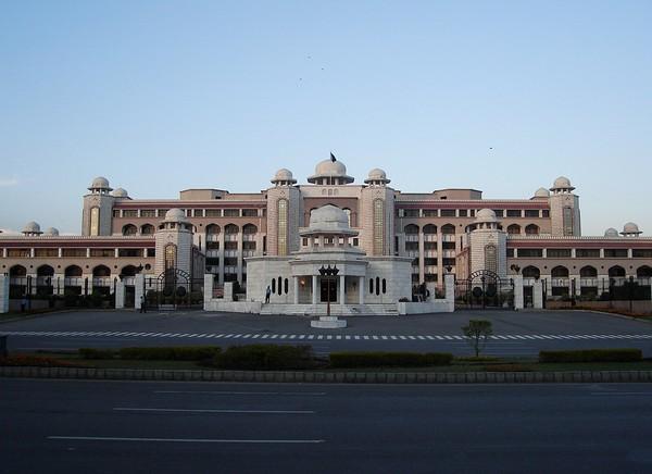 Правительственное здание в Исламабаде. Источник фото: shariah4pakistan.com