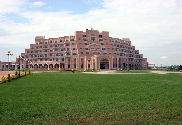 Парламент Кот-д'Ивуара в Ямусукро. Источник фото: Википедия