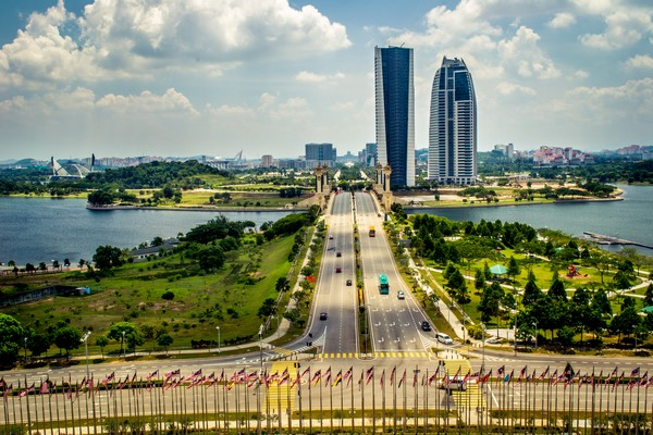 Деловой район в городе Путраджая. Источник фото: adinaphotographs.wordpress.com