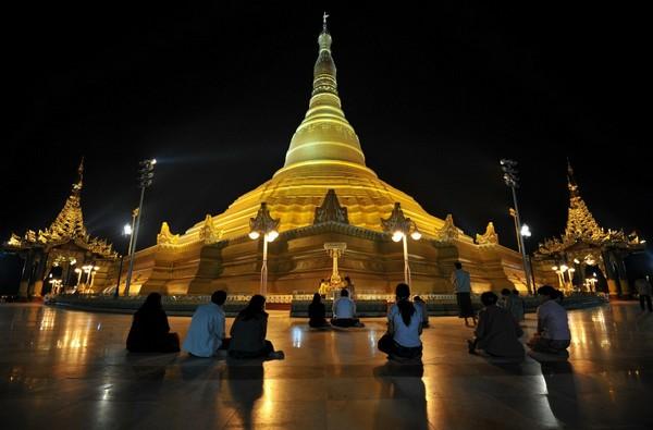 Главная буддийская ступа Мьянмы. Источник фото: foreignpolicy.com