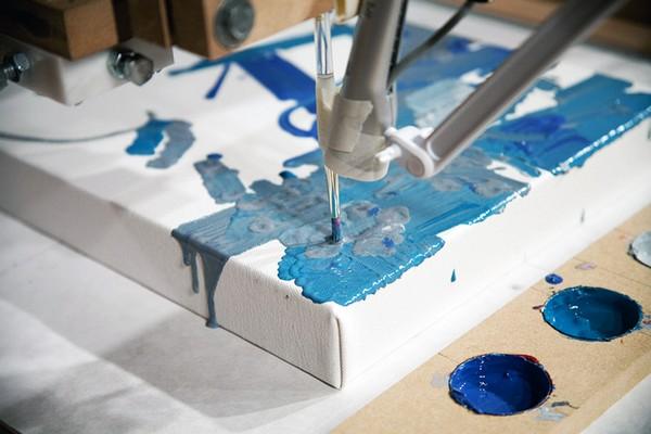 Робот-абстракционист. Источник фото: designboom.com