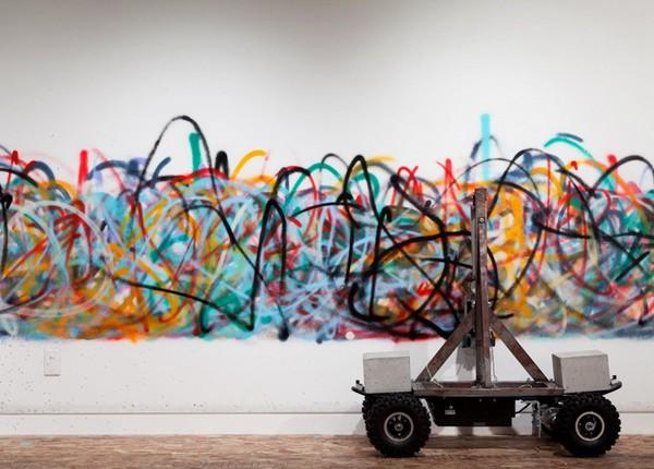 Senseless – робот, который рисует граффити. Источник фото: designboom.com