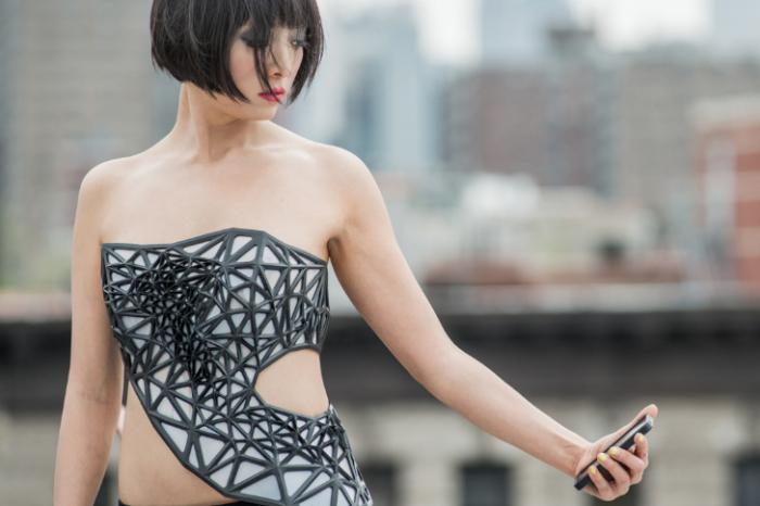 х.pose – умный корсет для девушек, которые злоупотребляют социальными сетями