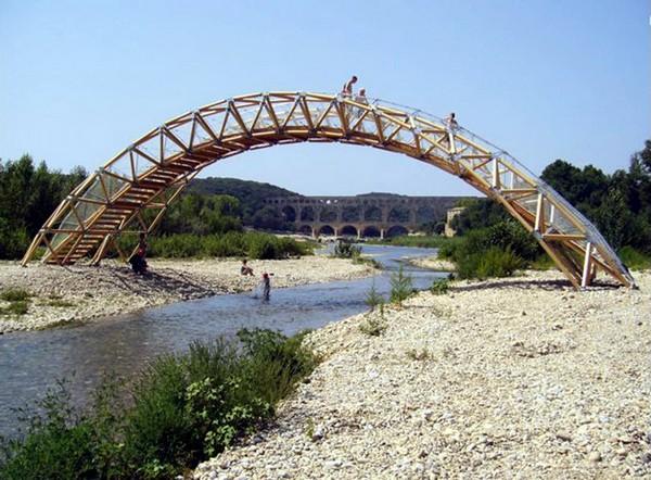 Бумажный мост от Шигеру Бана. Источник фото: shigerubanarchitects.com