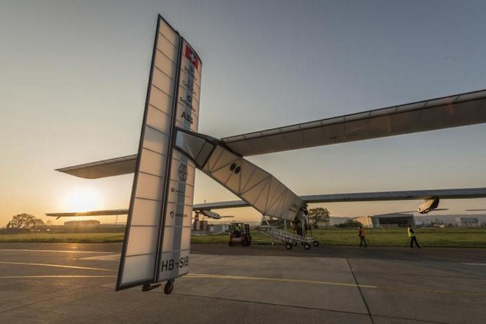 Солнечный самолет Solar Impulse 2 отправляется в кругосветное путешествие