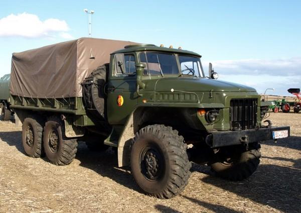 Урал-375 – шестиосный внедорожник. Источник фото: truck-auto.info