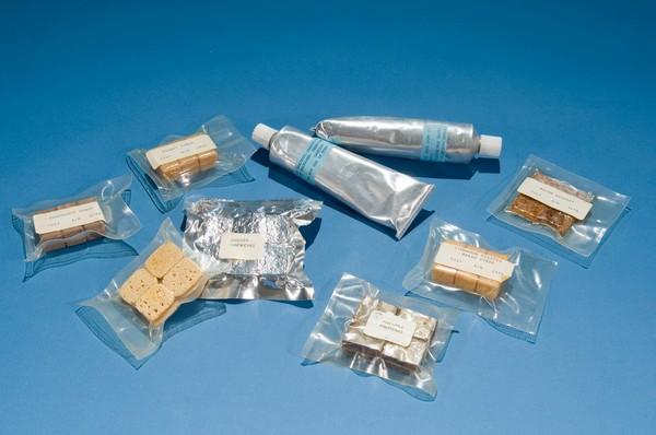 Первый набор американской космической еды. Источник фото: thefoxisblack.com
