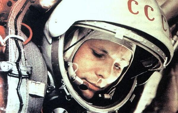 Гагарин перед стартом. Источник фото: goodfon.ru