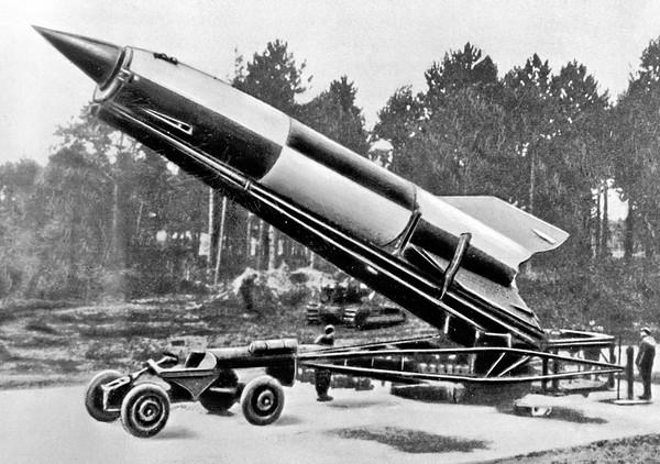 Ракета ФАУ-2 перед запуском. Источник фото: mn.ru
