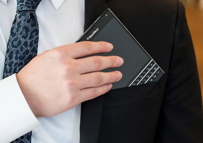 BlackBerry Passport – телефон размером с книгу