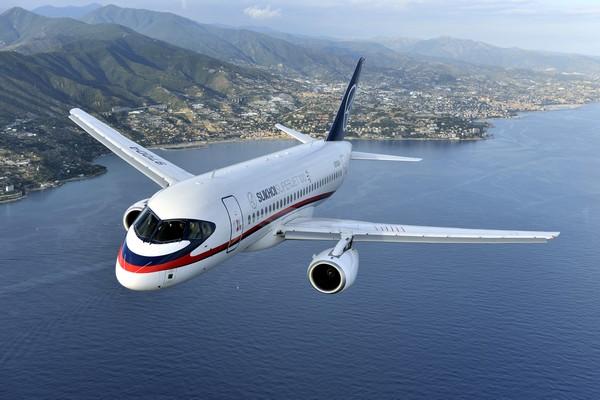 Пассажирский самолет Sukhoi Superjet 100. Источник фото: Википедия
