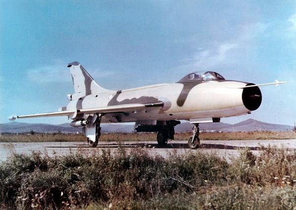 Истребитель-бомбардировщик Су-7. Источник фото: hobby.net.ua
