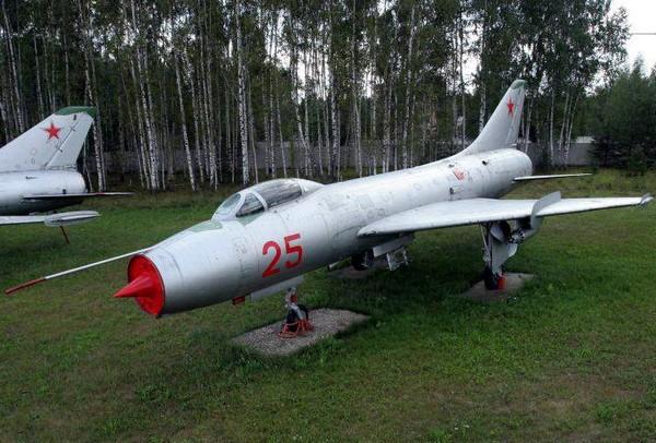 Истребитель-бомбардировщик Су-7. Источник фото: aviamuseum.ru