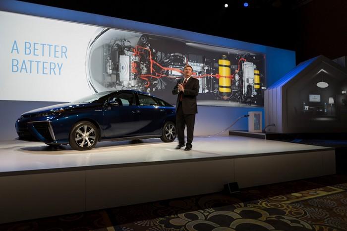 Toyota Mirai – первый в мире серийный водородный автомобиль