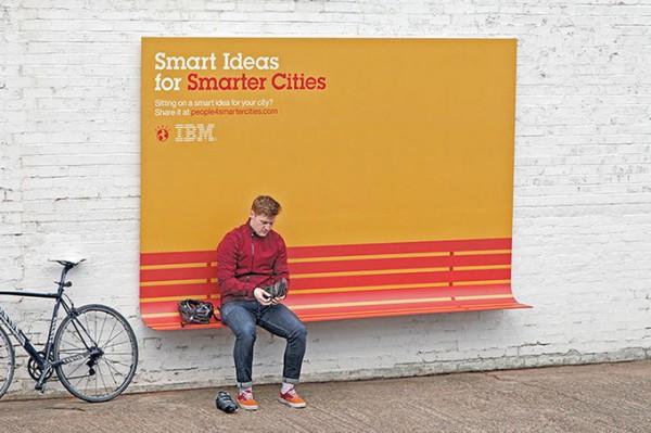Полезные билборды в Париже от IBM