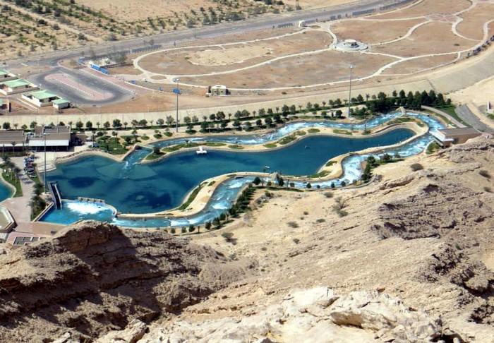 Wadi Adventure – бассейн для серфинга и рафтинга посреди пустыни