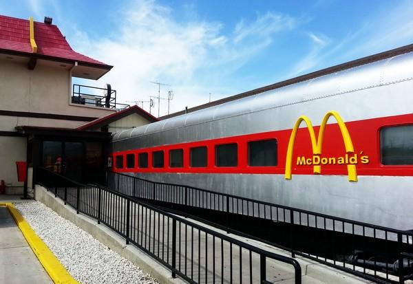 McDonald's в вагонах поезда. Источник фото: reddit.com