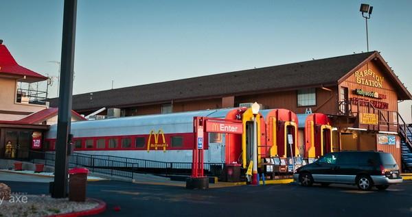 McDonald's в вагонах поезда. Источник фото: jayaxe.wordpress.com