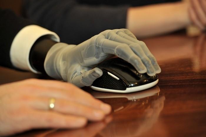 i-Limb – протез руки под управлением смартфона
