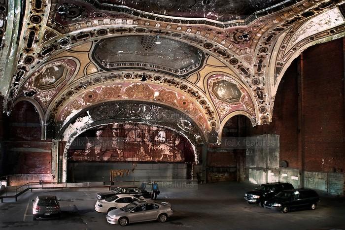 Michigan Theatre – паркинг для настоящих театралов в центре Детройта