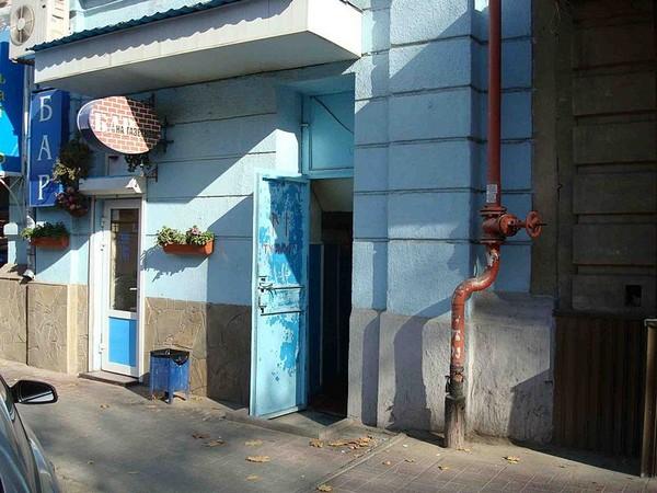 Выставка в общественном туалете в Ростове-на-Дону. Источник фото: Википедия
