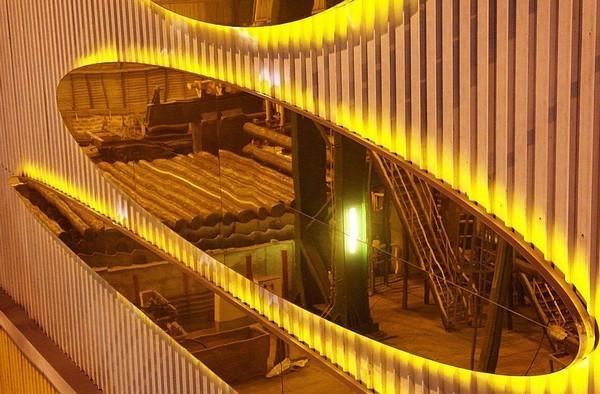 Выставка современного искусства на металлургическом заводе. Источник фото: Sicheslavets.livejournal.com