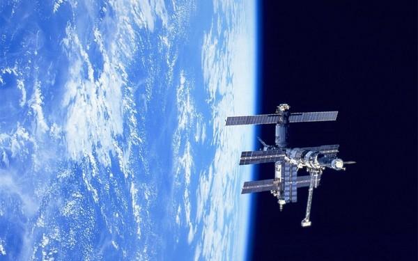 Выставка на орбитальной станции Мир. Источник фото: Nice-cool-pics
