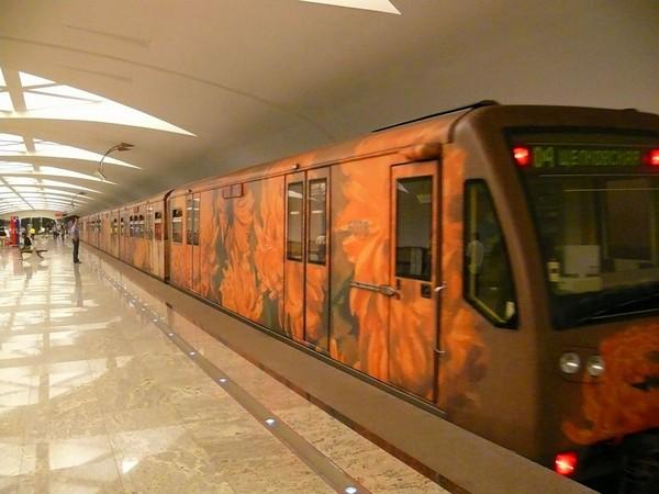 Выставка акварели в Московском метро. Источник фото: Irecommend.ru