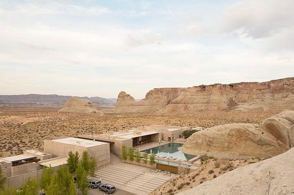 Бассейн посреди пустыни Юта в отеле Amangiri Resort. Источник фото: adamfriedberg.com