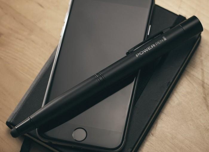 Power Pen – гибрид ручки и внешней батареи для смартфона