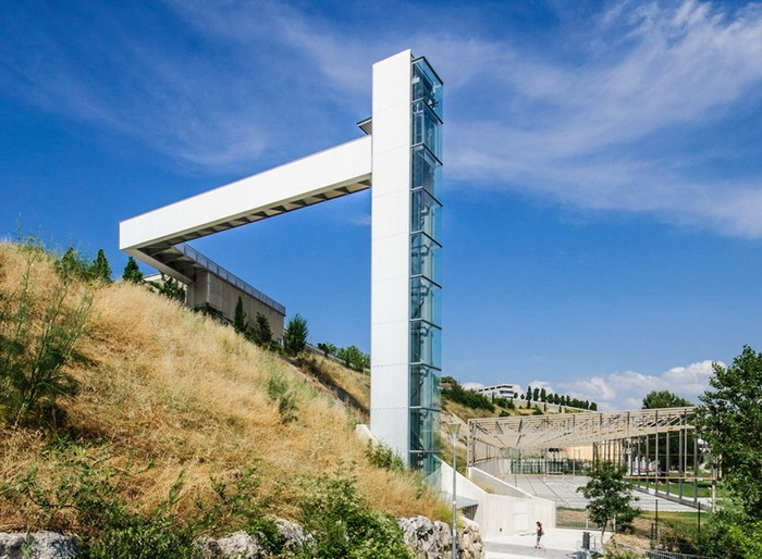 Уличный лифт в Памплоне