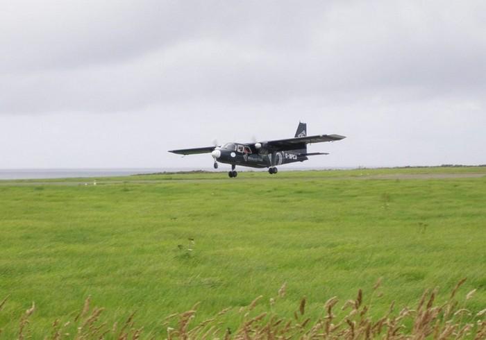 Перелет между аэропортами Уэстрей и Папа-Уэстрей на Оркнейских островах в Шотландии