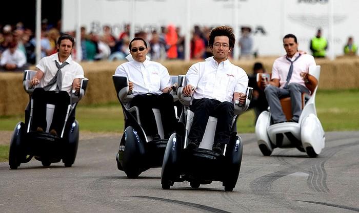 Toyota i-Real – самое комфортное инвалидное кресло
