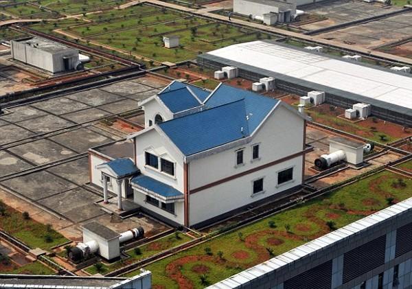 Частные коттеджи на крыше торгового центра в Китае